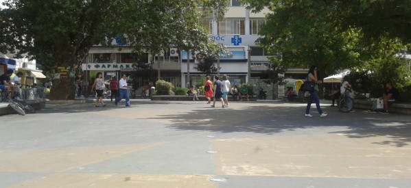 Πλατεία Δεσποτικού: Ηχορύπανση και ανομία στην έδρα της Δημοτικής Αστυνομίας!