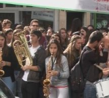 Στους δρόμους οι μαθητές του Μουσικού Σχολείου Τρικάλων