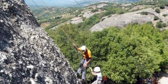 Κοινή ορειβατική διαδρομή στα Μετέωρα