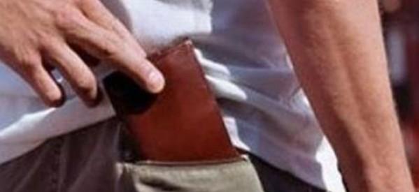 Του έκλεψε το πορτοφόλι μέσα στο ασανσέρ