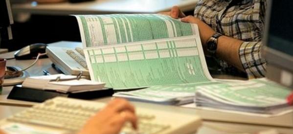 Χωρίς φορολογικές δηλώσεις (αλλά με φόρο…) μισθωτοί και συνταξιούχοι;