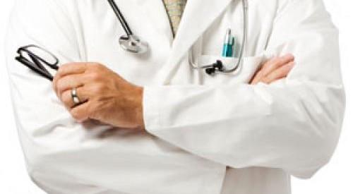 Αθωώθηκε πανεπιστημιακός που χειρουργούσε σε ιδιωτική κλινική
