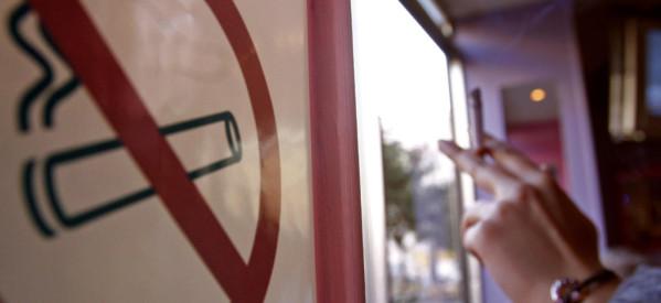 Νέα εγκύκλιος για τον αντικαπνιστικό νόμο, αλλά… ποιος θα κάνει τους ελέγχους;
