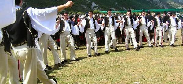 Με παραδοσιακούς χορούς για την ενίσχυση του Κοινωνικού Παντοπωλείου Τρικάλων