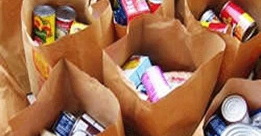Διανομή τροφίμων στους τρίτεκνους των Τρικάλων