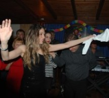 Ξεφάντωσαν οι Μουζακιώτες της Αθήνας στον ετήσιο χορό τους