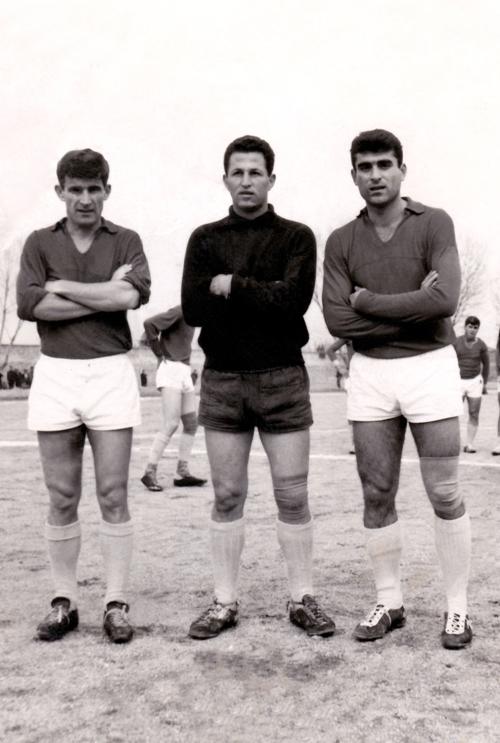 Ο Θόδωρος Τζώρτζης στο κέντρο μαζί με τους Λάζαρο Ράντοβιτς και Γιάννη Μακρή το 1965