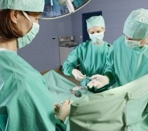 ΟΕΝΓΕ: Καταγγελία για χειρουργεία ιδιωτών σε δημόσια Νοσοκομεία