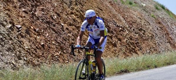 Ο Στέλιος Βάσκος συγχαίρει ποδηλάτες