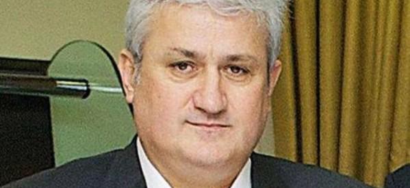 Ανακατεύει την εκλογική τράπουλα ο Τάκης Σαράντης
