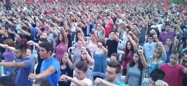Με Χρήστο Θηβαίο, Ρίτα Αντωνοπούλου & Μανόλη Ανδρουλιδάκη το Φεστιβάλ της ΚΝΕ στα Τρίκαλα