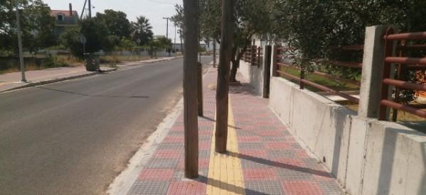 Ξάνθη: Εβαλαν κολώνα φωτισμού πάνω σε… διάβαση τυφλών