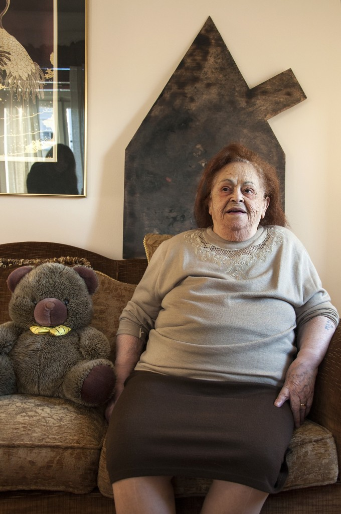 Ματίκα Αζαριά: Γεννήθηκε κι εκτοπιστηκε από τη Θεσσαλονικη, όπου ζει ακόμα και σήμερα.