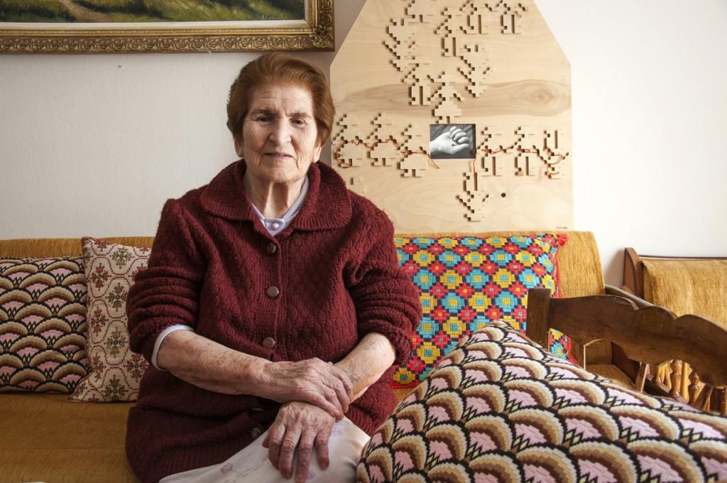 Νίνα Νεγρίν: Γεννήθηκε, εκτοπίστηκε από τα Γιάννενα όπου ζει και τώρα.