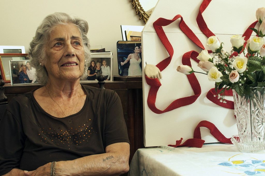 Σάντρα Μάτσα-Κοέν: Από την Κέρκυρα. Τώρα ζει στην Αθήνα.
