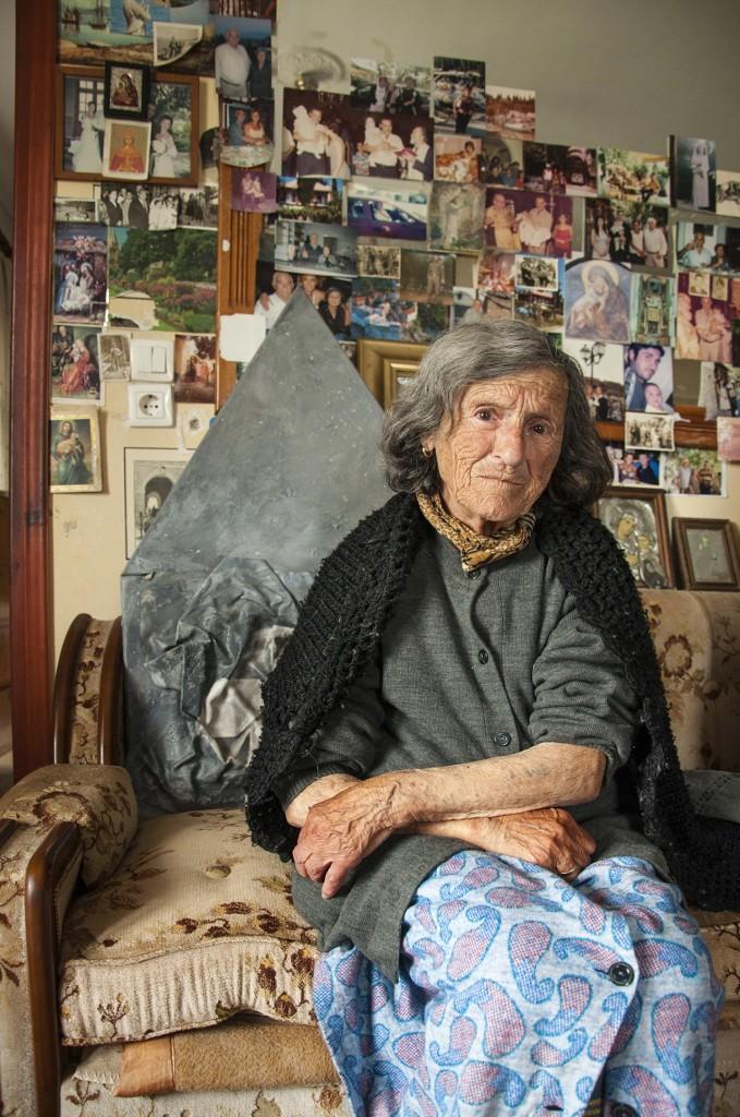 Φωτεινή Ραψομανίκη (πρώην Ερικέτη Βελλέλη): Κατάγεται από την Κέρκυρα, απ' όπου και εκτοπίστηκε. Παντρεύτηκε μετά τον πόλεμο Έλληνα χριστιανό ορθόδοξο και άλλαξε όνομα και θρησκεία. Σήμερα ζει στην Κέρκυρα.