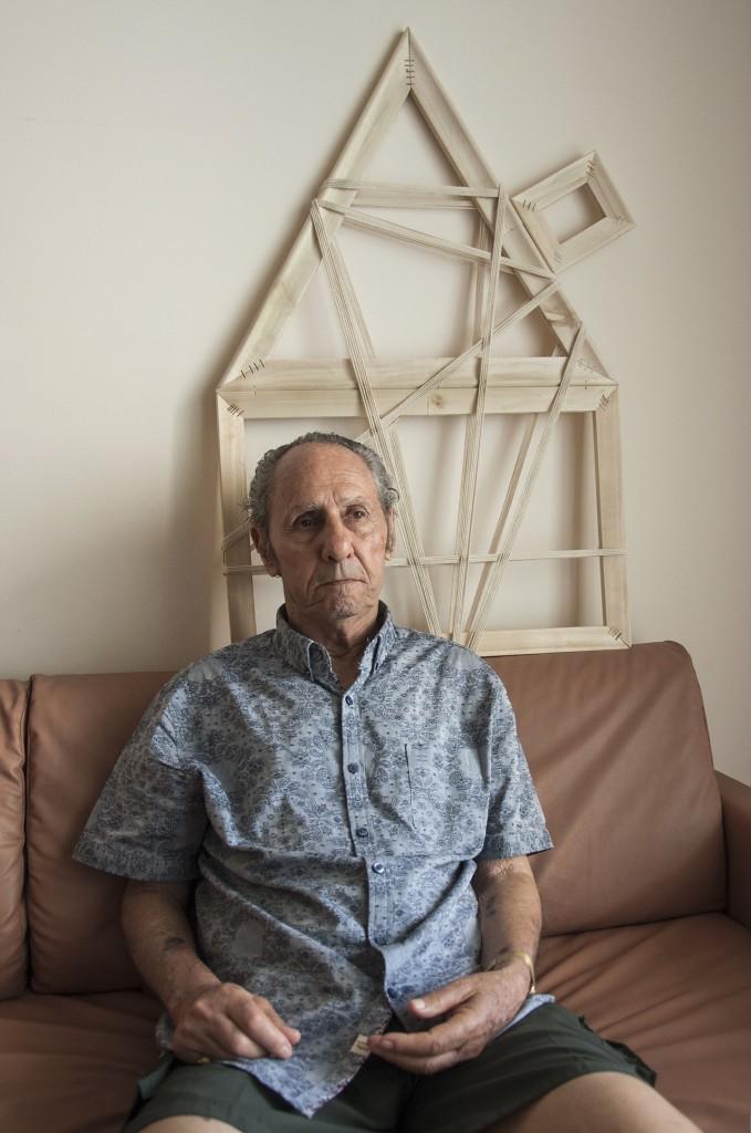 Μοσέ Κοέν: Από την Ρόδο. Ο μικρότερος σε ηλικία επιζών. Πήγε στο στρατόπεδο στα 14 αλλά δήλωσε ότι είναι 16 ώστε να μην πάει κατευθείαν για θανάτωση. Παιδιά, γέροι και ανίκανοι για εργασία θανατώνονταν αμέσως. Σήμερα ζει στο Λος Άντζελες.