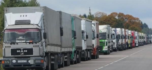 Φορτηγά με ελληνικά ροδάκινα γυρίζουν πίσω γεμάτα