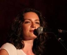 Κωνσταντίνα Πάλλα «Εκφράζομαι με την απλότητα και την αλήθεια των λαϊκών τραγουδιών»