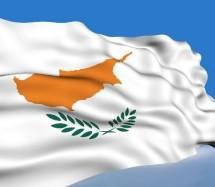 Ανθρώπινη αλυσίδα για την επανένωση: Κοινή συγκέντρωση Ελληνοκύπριων και Τουρκοκύπριων στη Λευκωσία (βίντεο-φωτογρ.)