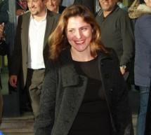 Χαμογελαστή στο πλευρό του Αλέξη Τσίπρα η Περιστέρα Μπαζιάνα