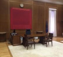 Οι πίνακες στο γραφείο του νέου πρωθυπουργού