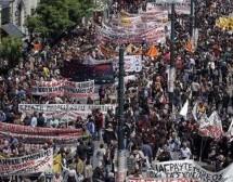 New York Times: Οι Έλληνες φωνάζουν για αλλαγή