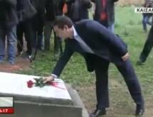 Τεράστιος Συμβολισμός: Ο νέος Πρωθυπουργός κατέθεσε κόκκινα τριαντάφυλλα στο Σκοπευτήριο της Καισαριανής