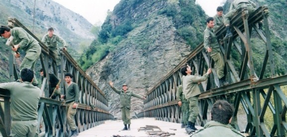 «Με 15 φανταράκια στήσαμε ολόκληρη γέφυρα σε μια βδομάδα στη Μεσοχώρα»
