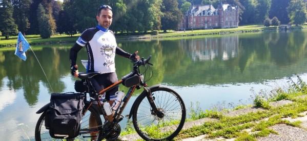 """Τρίκαλα: Ελπιδοφόρος… ποδηλάτης μεταφέρει το μήνυμα της """"Φλόγας"""""""