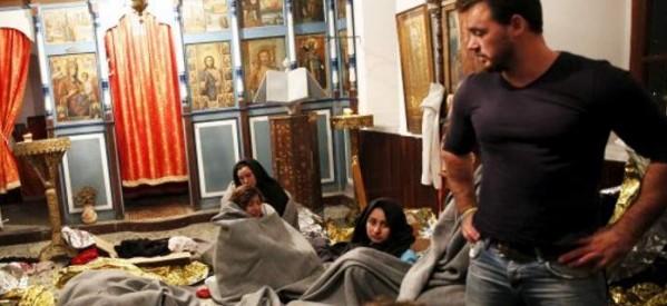 Στη Μυτιλήνη άνοιξαν τις εκκλησίες για να φιλοξενήσουν τους πρόσφυγες -Συγκινητικές στιγμές στον Μόλυβο [εικόνες]