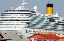 Πειραιάς: Επιβάτες στηρίζουν τους ναυτεργάτες που απεργούν – «Καλά κάνουν, μαζί τους»