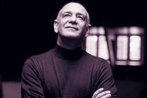 Σαν σήμερα, στις 2 Απριλίου του 1948, γεννιέται στη συνοικία της Αγιά Μονής στην πόλη των Τρικάλων ένας από τους κορυφαίους Έλληνες λαϊκούς τραγουδιστές, ο Δημήτρης Μητροπάνος.