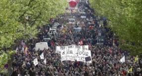 Γαλλία: Η οργή φουντώνει – Χιλιάδες κόσμος στους δρόμους (PHOTOS)