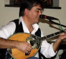 Ο συνθέτης και solist του μπουζουκιού Αποστόλης Σακκάς στην εκπομπή ¨Ηχοχρώματα της ΕΡΤ Θεσσαλίας.