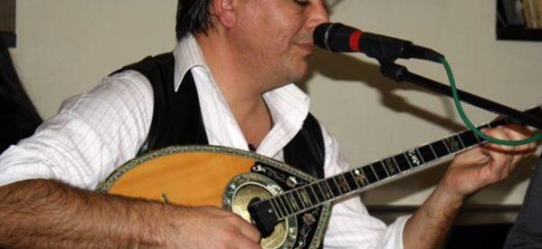 Tρίκαλα – Το νέο του άλμπουμ παρουσιάζει ο Αποστόλης Σακκάς – «Μεταξύ σοβαρού και αστείου», σε στίχους της Μαρίας Μουτσάκη