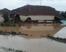 Yποσχέσεις για αποζημιώσεις στους πλημμυροπαθείς
