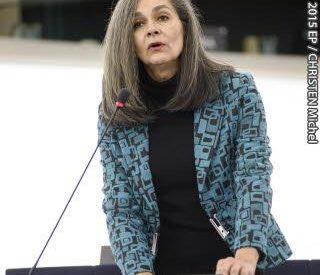 Σοφία Σακοράφα: Διμέτωπη επίθεση σε κυβέρνηση και ΣΥΡΙΖΑ
