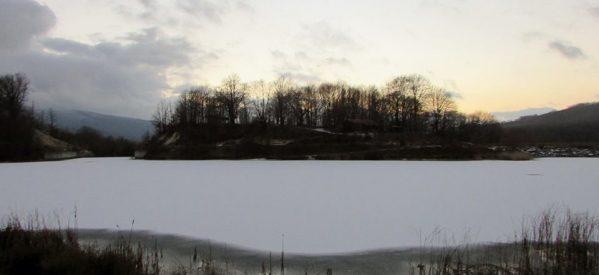 Ουτε Ελβετία , ούτε Καναδάς. Είναι η λίμνη Λογγά παγωμένη , 45 λεπτά από τα Τρίκαλα.