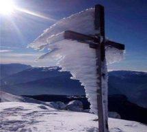 Ο χιονισμένος σταυρός έγινε viral
