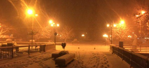 Τρίκαλα – Εντυπωσιακές εικόνες από το χιονισμένο κέντρο της πόλης