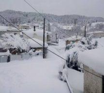 Αποκλεισμενο από τα χιόνια το Μαυρέλι – Πάνω από ένα μέτρο το χιονι