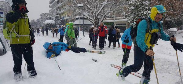 Τρίκαλα – Φόρεσαν  τα πέδιλα και βγήκαν για σκι στην Ασκληπιού