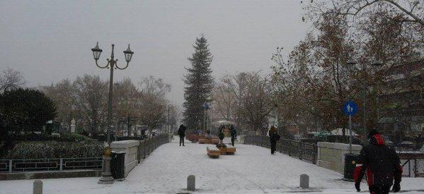 Τρίκαλα – Ειδυλλιακές εικόνες από το χιονισμένο κέντρο της πόλης