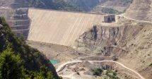 Η ιστορία ενός φράγματος και ενός υδροηλεκτρικού εργοστασίου που είναι έτοιμα από το 2001, έχουν κοστίσει εκατοντάδες εκατομμύρια και παραμένουν ανενεργά