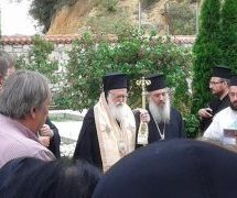 Tρισάγιο στον τάφο του Μακαριστού Σεραφείμ από τον Αρχιεπίσκοπο Αλβανίας Αναστάσιο