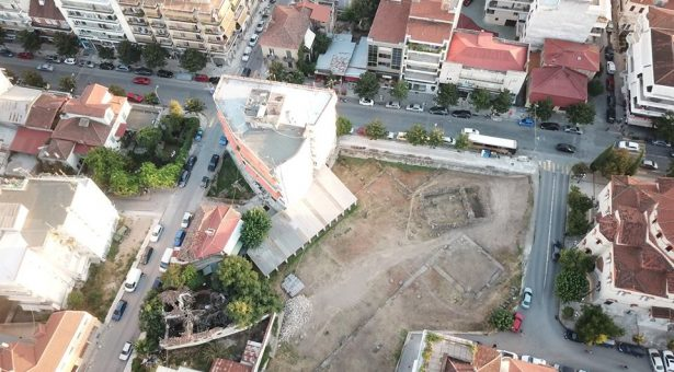 Τρίκαλα δεν είναι μόνο το Φρούριο, το Μουσείο Τσιτσάνη, ο Μύλος Ματσόπουλου, το ποτάμι. Τρίκαλα είναι κυρίως το Ασκληπιείο και αυτό περιμένει αιώνες τώρα στα έγκατα της πόλης να αναδειχθεί