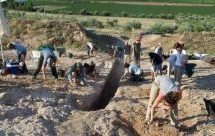 Μεγάλος μυκηναϊκός τάφος βρέθηκε κοντά στον Ορχομενό: Τι εκτιμούν οι αρχαιολόγοι για τον νεκρό
