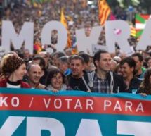 Χιλιάδες διαδηλωτές στη Χώρα των Βάσκων υπέρ του δημοψηφίσματος της Καταλονίας (εικόνες)