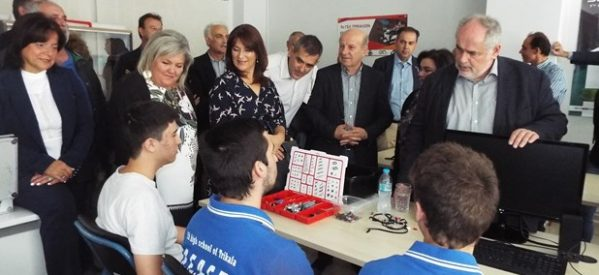 Τρίκαλα – O υπουργός αν. Παιδείας στο Εργαστήρι Ρομποτικής του 7ου Λυκείου